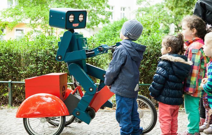 Highlight für Kinder: Hugo der sprechende Roboter