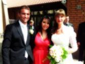 Sängerin Aalinn Roß mit Braut und Bräutigam