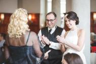 Miss Fairytale mit einem Brautpaar.