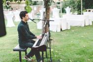 Eugen Nevo - Sänger & Pianist