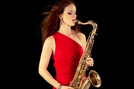 Saxophonistin / DJane / Querflötistin Miriam Dirr