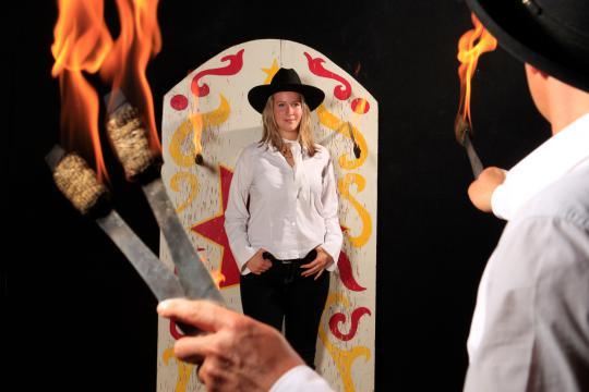 Messerwerfer Circus & artistische Westernshow Martini