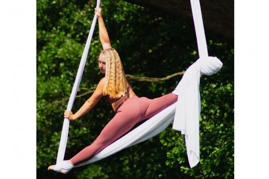 LISBETH  (Aerial-, Pole-, Chair Dance)