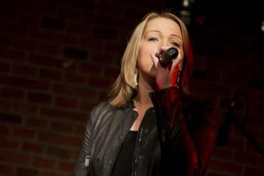 Nadine Schutt