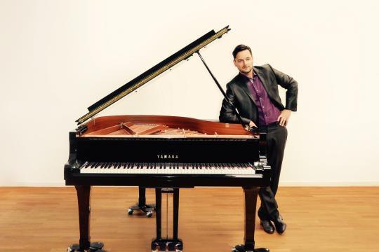 Fadi Gaziri - Piano :: Sänger :: DJ