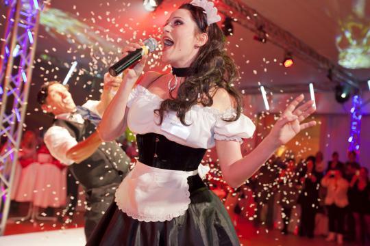 "Tanja Roll als ""Showkellnerin Babette"""
