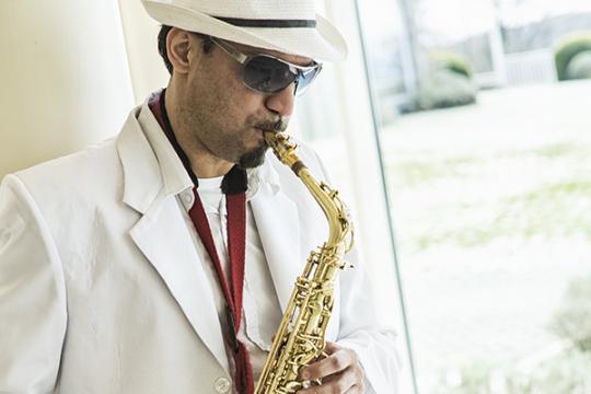 Clubsaxophonist Karim Kahtan - Saxophon zur Club- & Chartmusik