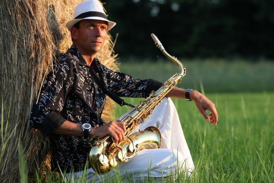 Live Saxophonist für Hochzeiten Dinner Brunch Vernissage Sektempf Geburtstag in Berlin plus 350km
