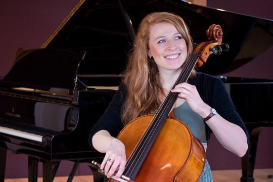 Kristina Zimowski (Cello)