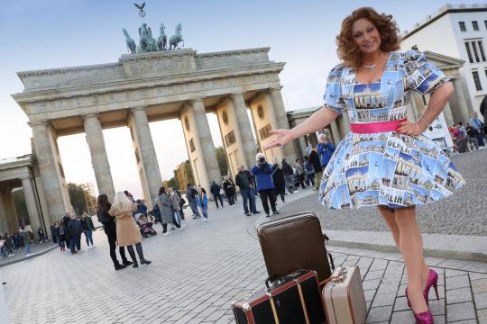 Deine Travestieshow Berlin Brandenburg mit KIKI CESSLER