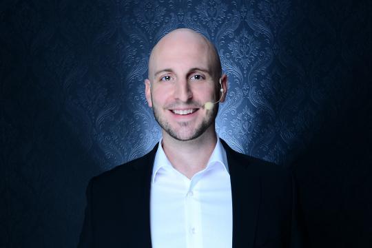 Moderator Simon Diez
